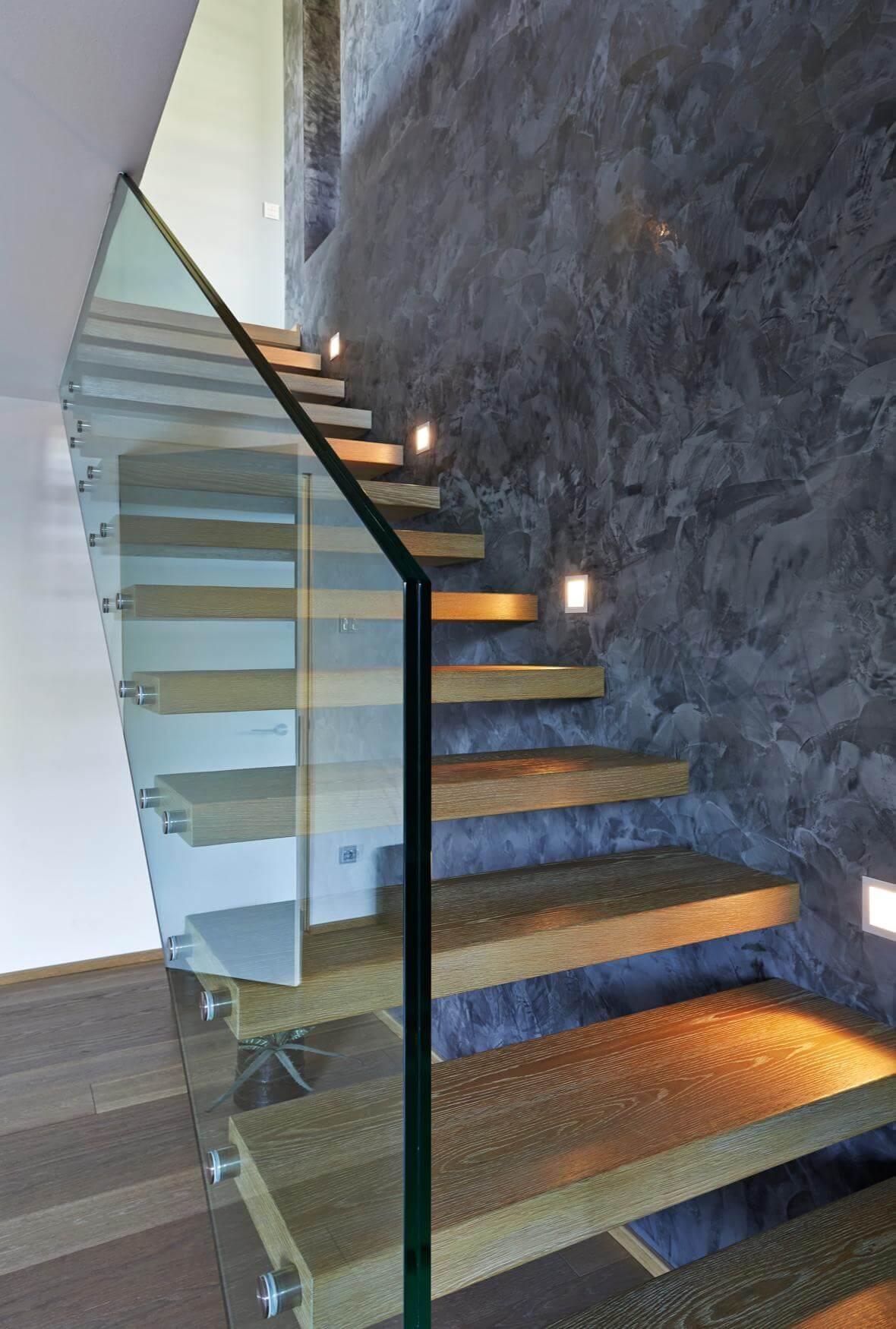 auskragende treppe mit glasgel nder. Black Bedroom Furniture Sets. Home Design Ideas