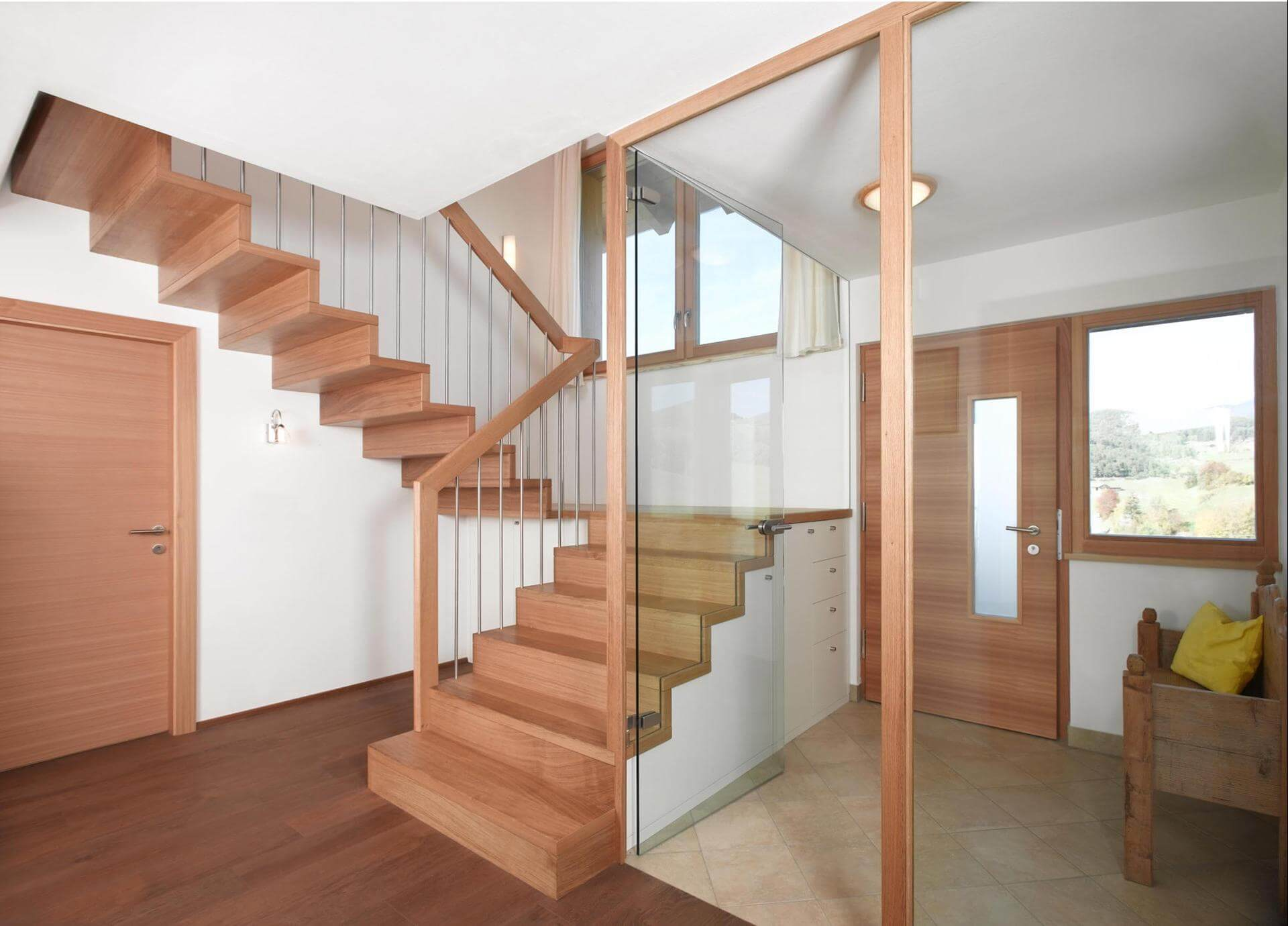 treppe mit windfang. Black Bedroom Furniture Sets. Home Design Ideas