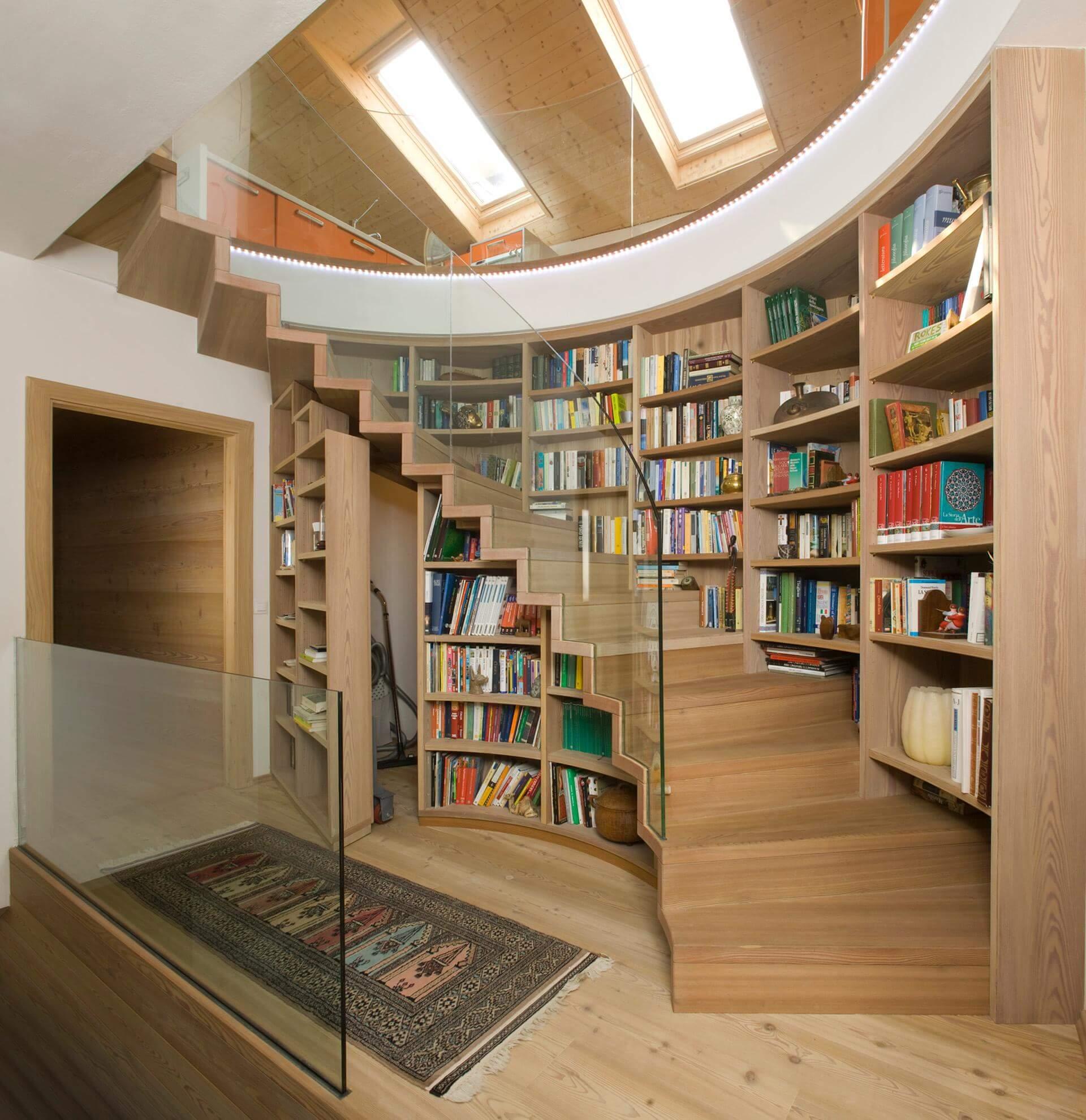 treppe mit b cherregal. Black Bedroom Furniture Sets. Home Design Ideas