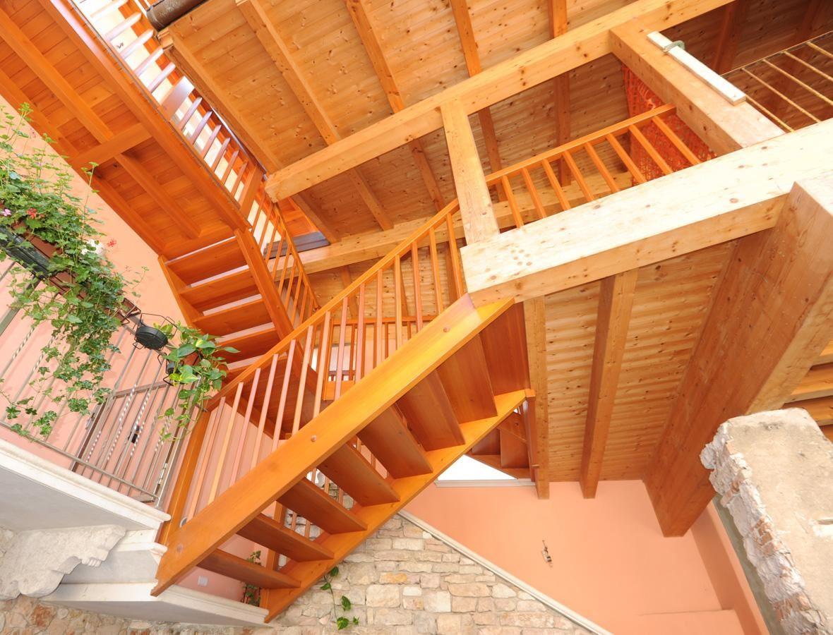 wangentreppe aussen mit balkone. Black Bedroom Furniture Sets. Home Design Ideas